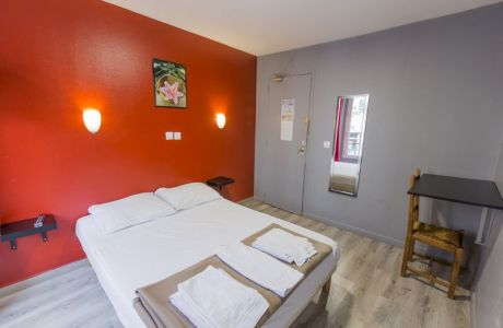 chambre lit double conforable hôtel hipotel paris gambetta